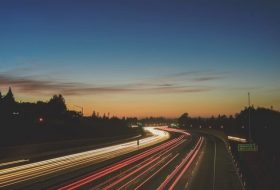 gyorshajtás, innováció, száguldás