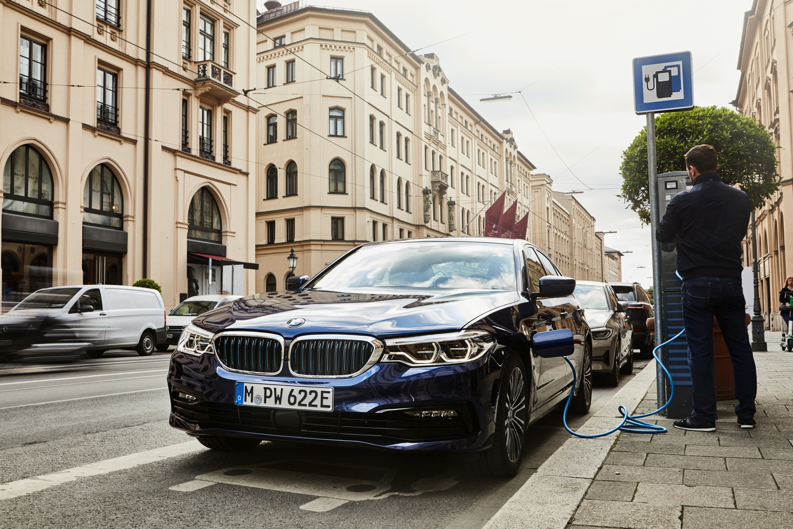 P90359979_highRes_the-new-bmw-530e-sed