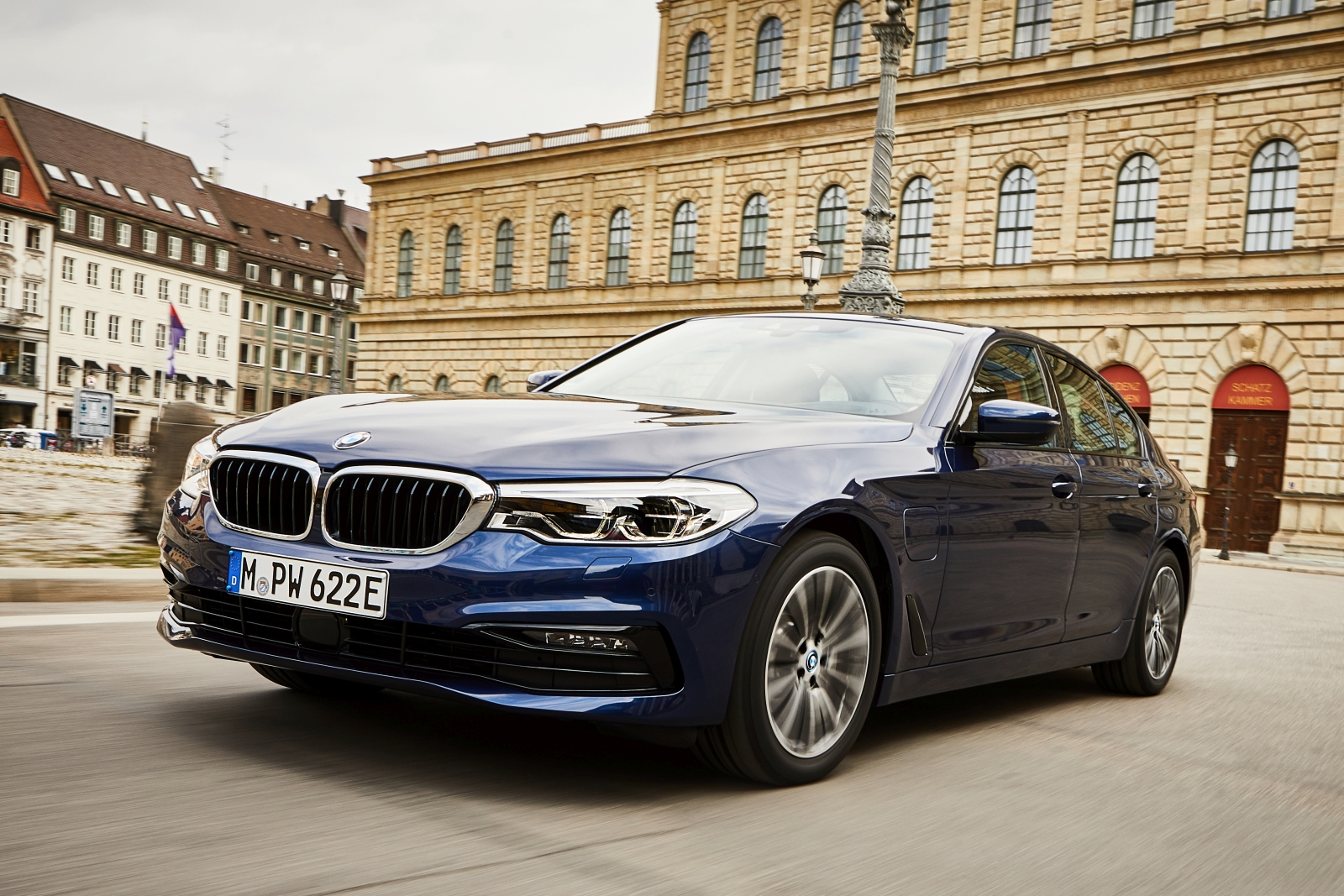 P90361864_highRes_the-new-bmw-530e-sed