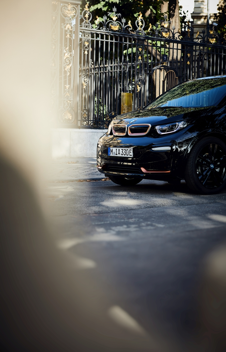 BMW i3s Edition RoadStyle, BMW i8 Ultimate Sophisto Edition
