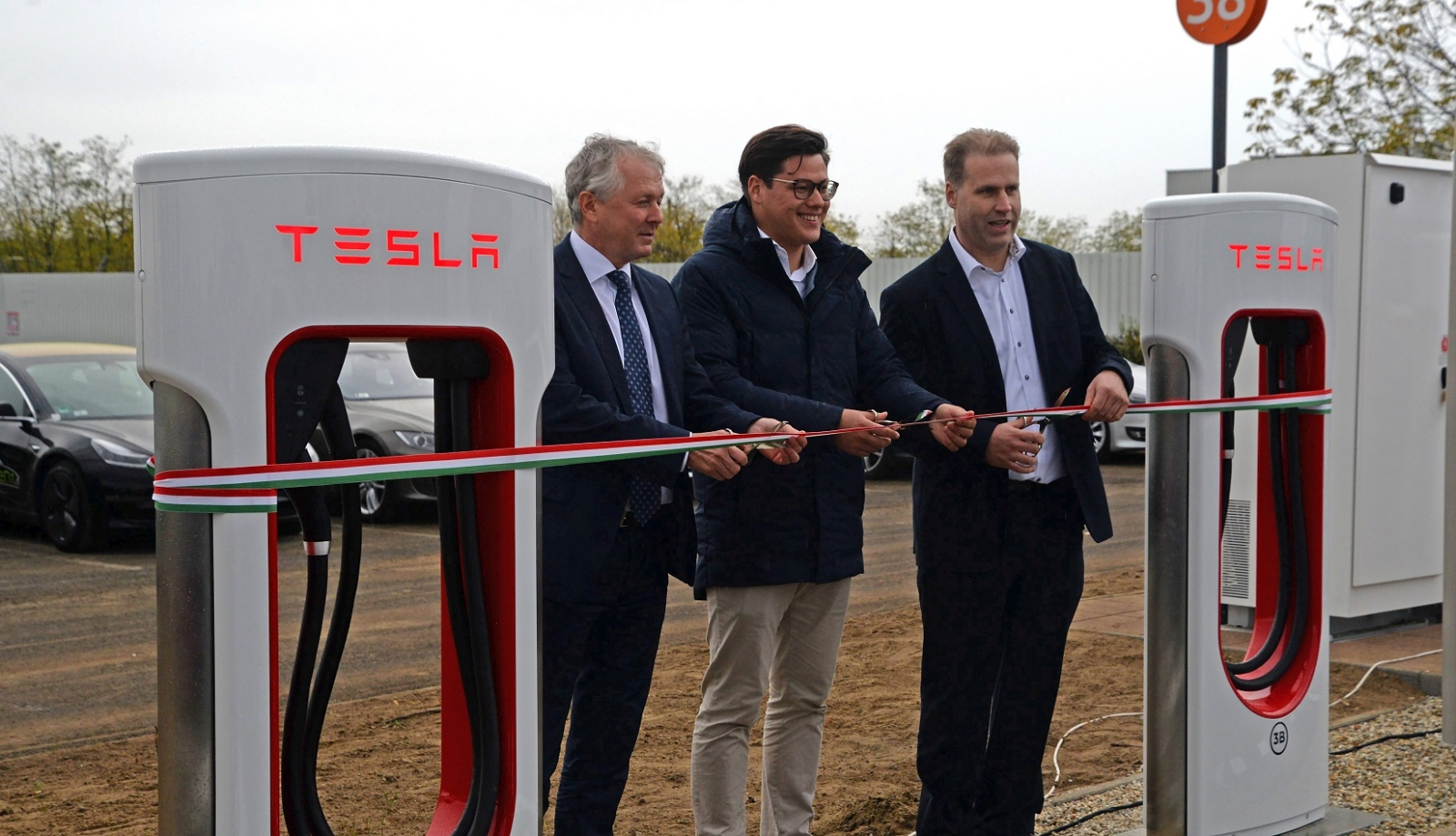Tesla_Auchan_1