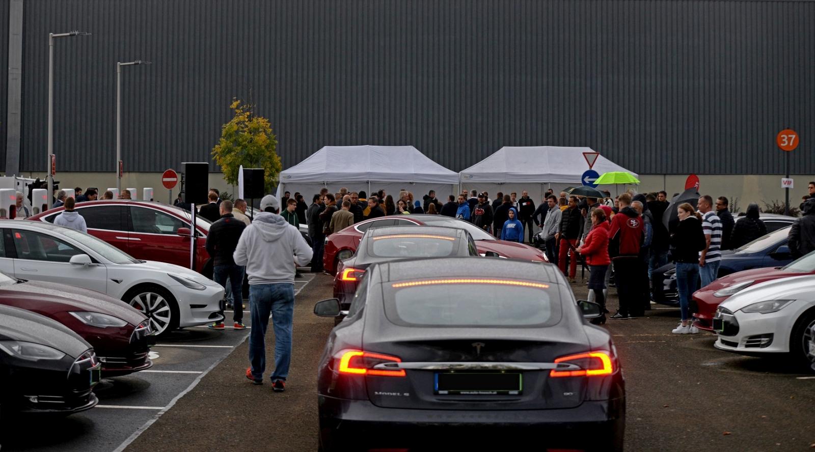 Tesla_Auchan_2