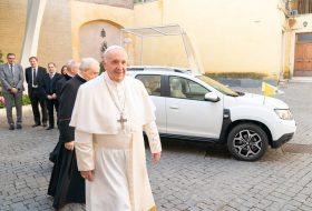 dacia, duster, ferenc pápa, pápa, pápamobil