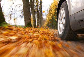 baleset, nyár, ősz, tél, téli autózás, útviszonyok, vezetéstechnika