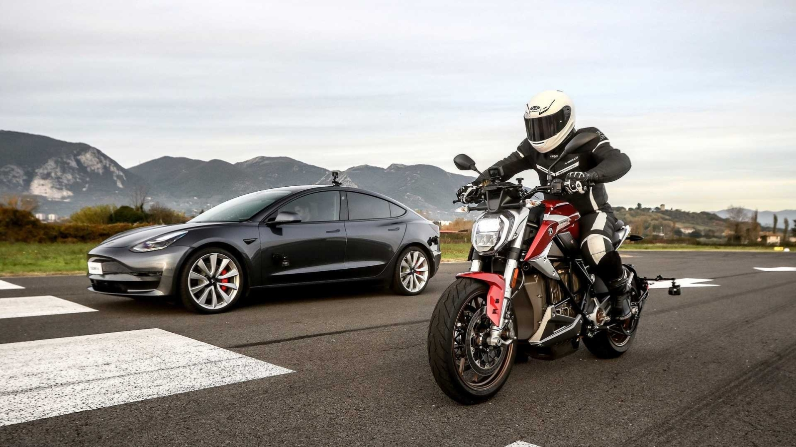 tesla-model-3-performance-vs-zero-motorcycles-sr-f 3
