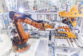 autógyártó, autóipar, beruházás, k+f, munkaerő