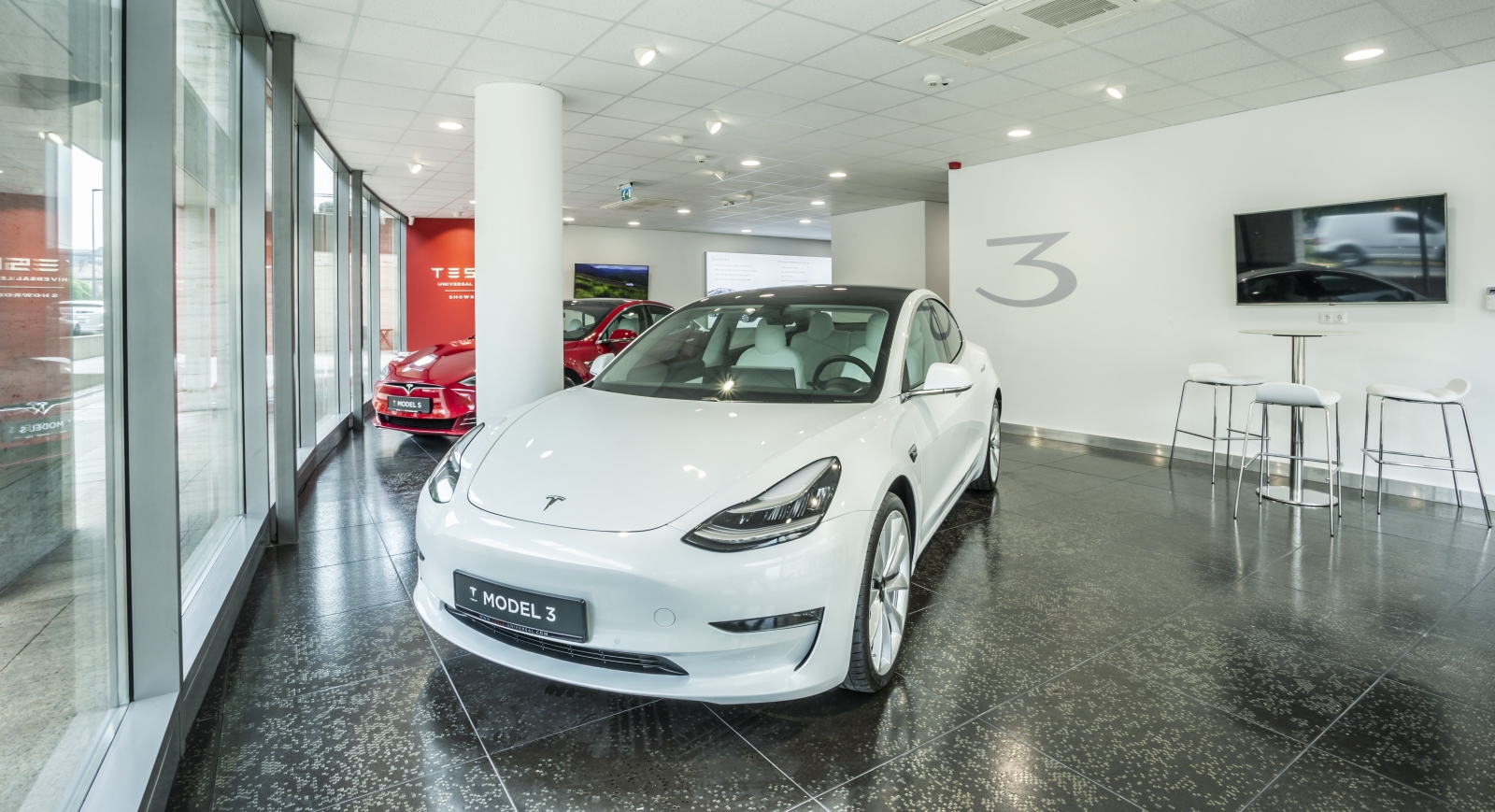 Tesla Universal Showroom 02