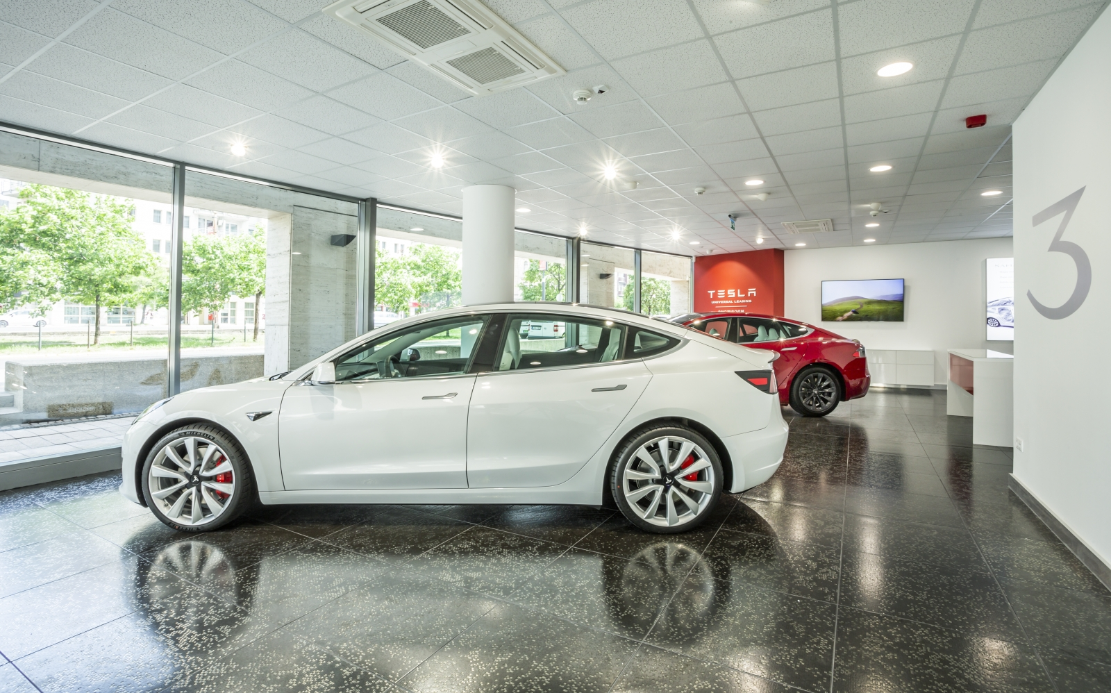 Tesla Universal Showroom 06