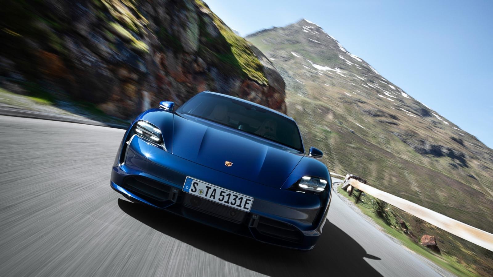 Porsche-Taycan-2