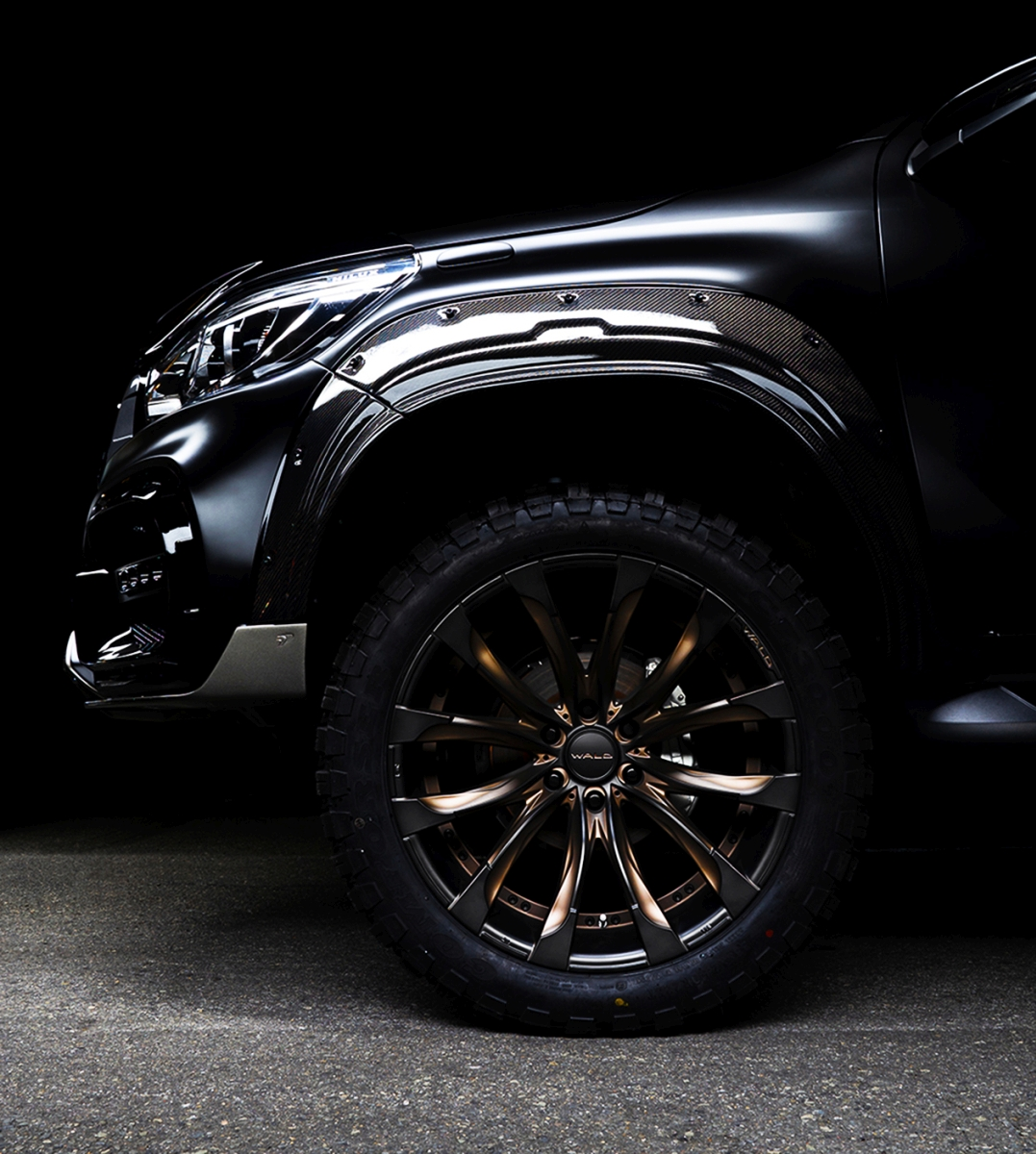 Wald Toyota Hilux Sports Line Black Bison Edition