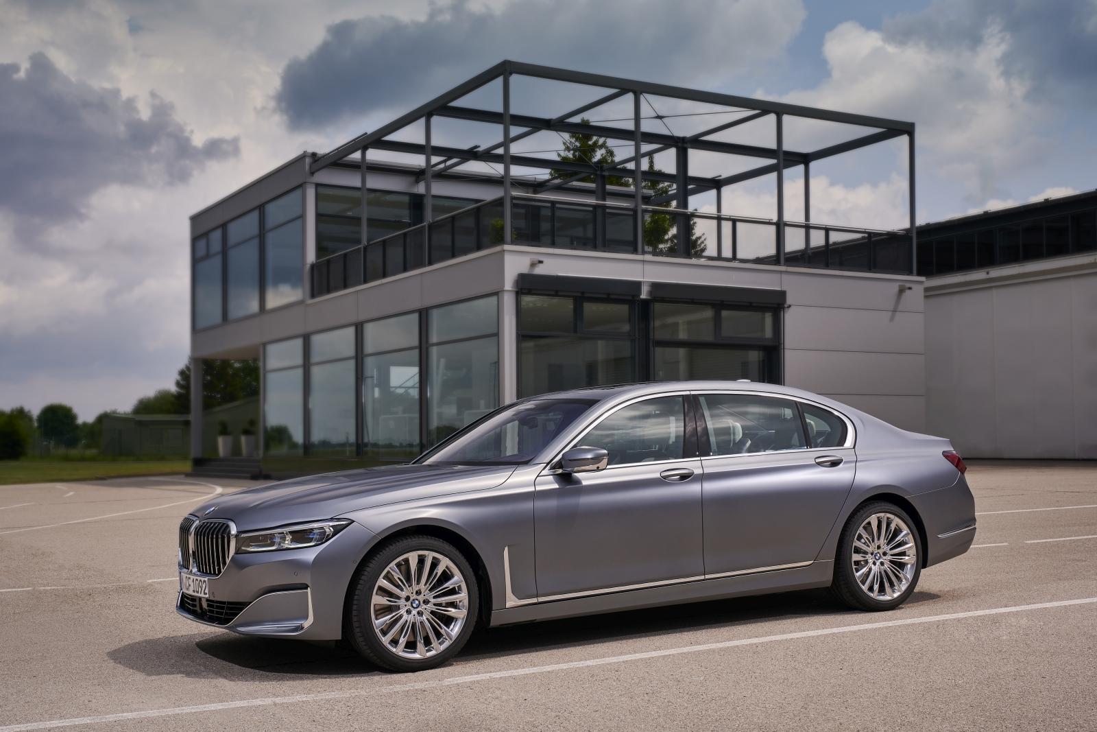 Új motorok a 7-es BMW-ben