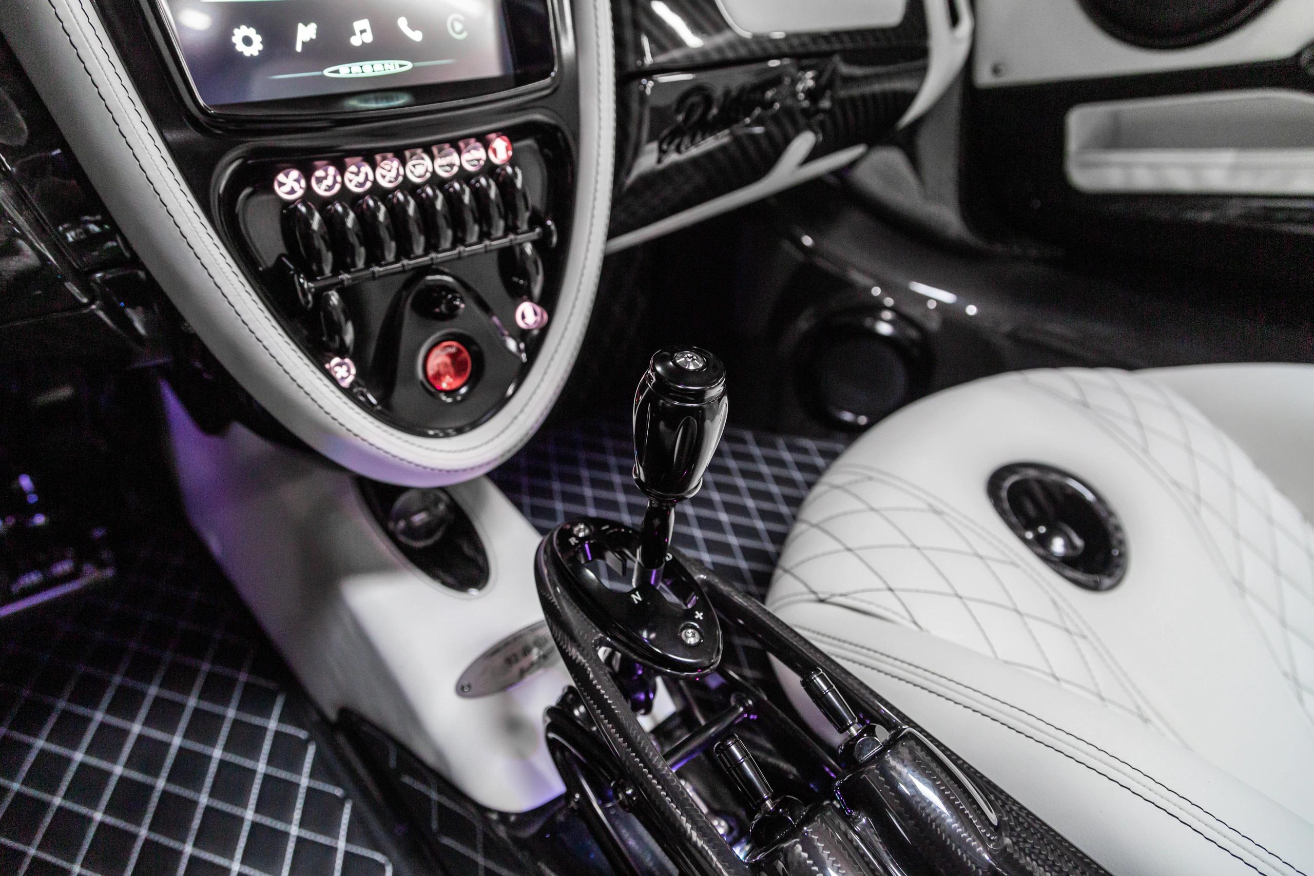 Pagani Huayra Roadster eladó