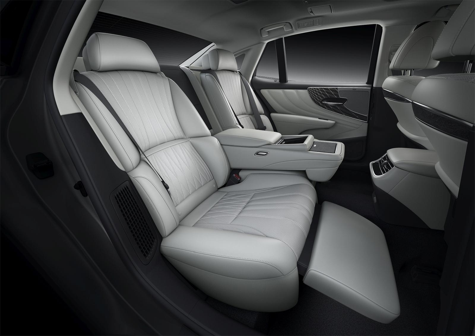 Új Lexus LS