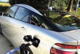 drón, elektromos autó, robot, tankolás, töltőpont, toyota, üzemanyagtöltő