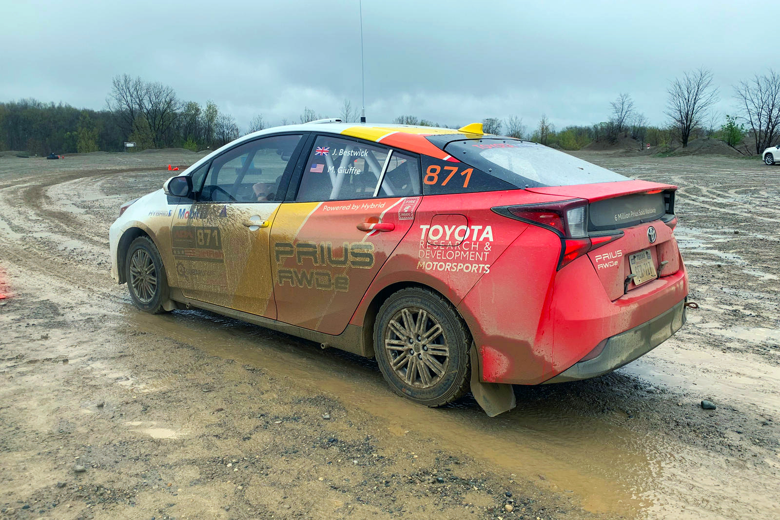 Toyota rali Prius