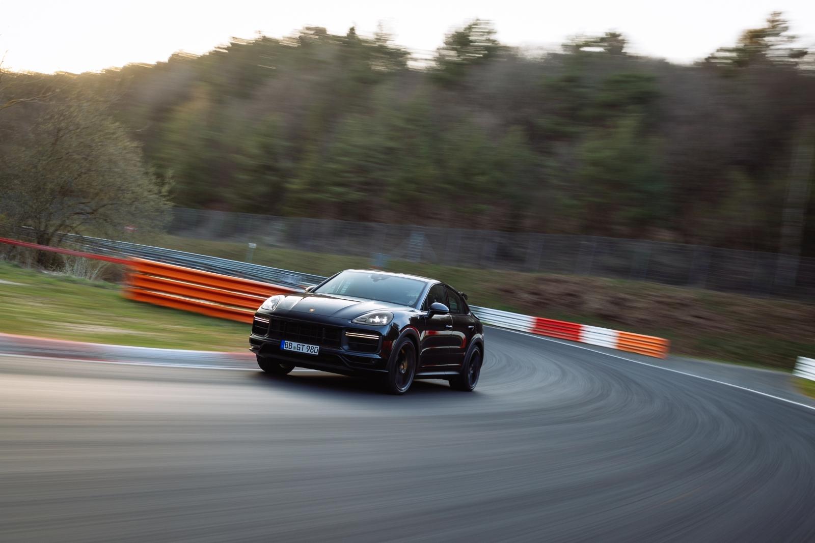 Új Porsche Cayenne Nordschleife rekord