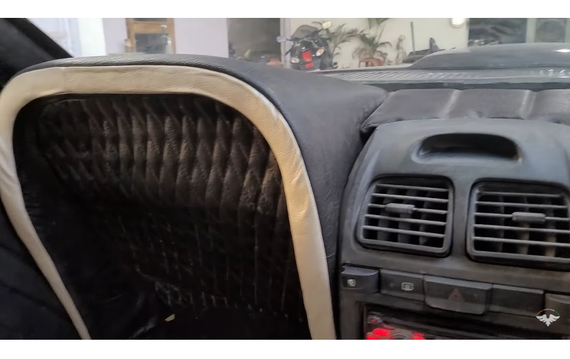 2009 Hyundai Accent – 1969 Ford Mustang replika