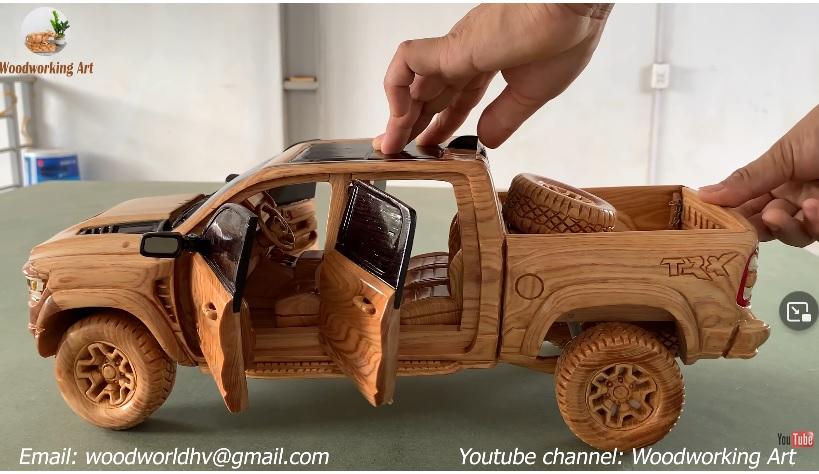 Bámulatos, ahogy egy farönkből Dodge Ram modellautó lesz – videó